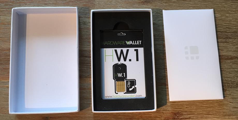 """Leder Wallet """"HW.1"""" mit geöffnetter Verpackung"""